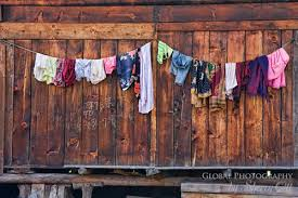8 bí quyết phơi quần áo không bị phai màu cho chị em phụ nữ